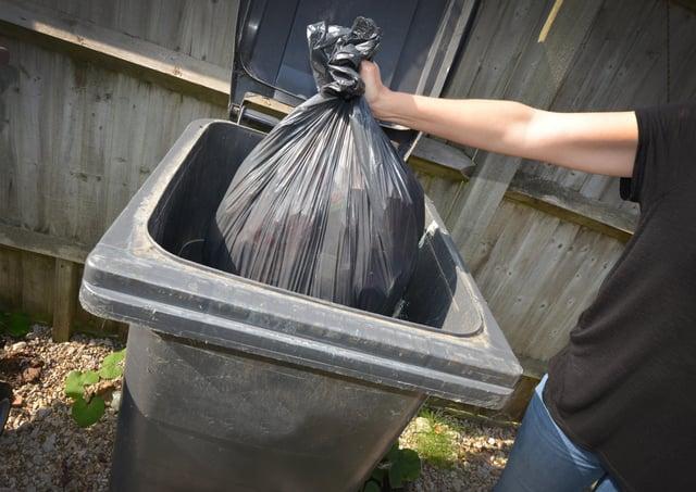 File: Black rubbish bin SUS-200915-124835001