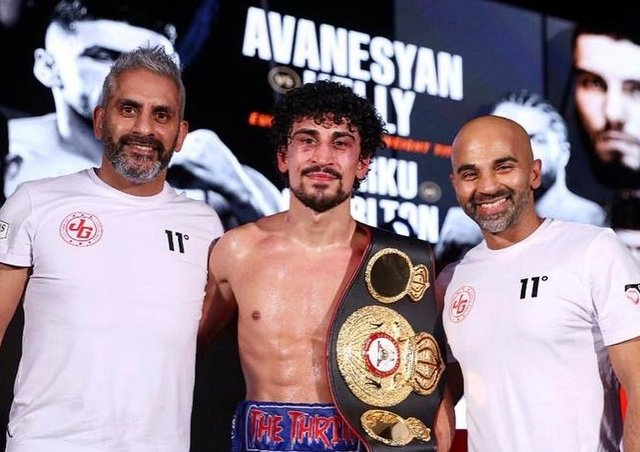 Jordan Gill flanked by pather Paul Gill (left) and trainer Dave Coldwell. Photo: Mark Robinson/Matchroom Boxing.