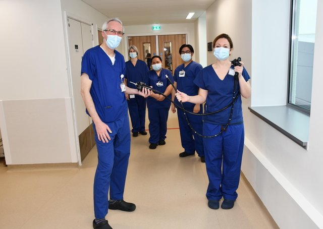 Dr Robert Rintoul and Dr Allanah Barker holding the EUS device, alongside members of the lung cancer team at Royal Papworth Hospital NHS Foundation Trust