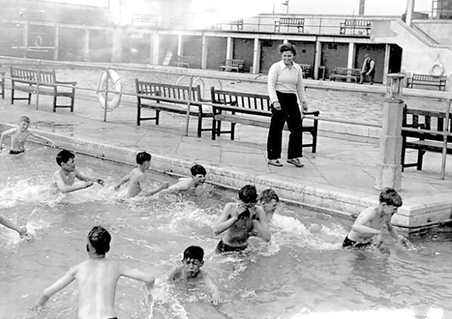 Do you know anyone in this picture of the Lido? Do you know when it was taken?
