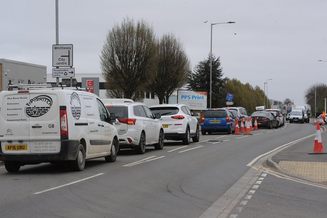 Queues outside the recycling centre at Fengate EMN-210104-164950009