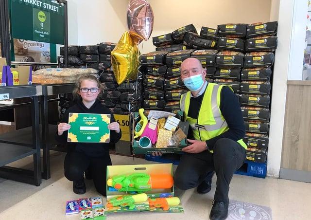 Megan Butler, 11, and Morrisons Store Manager Ben Daley. EMN-210430-155549001