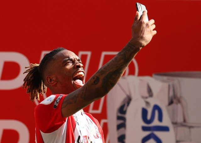 Ivan Toney celebrates promotion to the Premier League with Brentford. Photo: Catherine Ivill Getty Images.