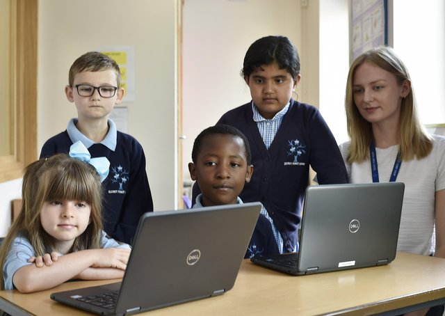 Year 2 pupils at Discovery Primary Academy with learning mentor Leah Friend taking part in Tutoring with the Lightning Squad EMN-211106-123248009