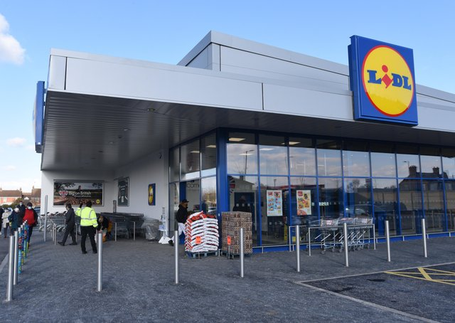 New Lidl at Oundle Road EMN-210219-114922009