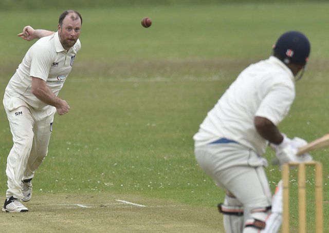 Jon Dee bowling for Hampton against Ickwell. Photo; David Lowndes.