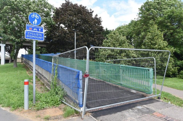 Cyclists dismount signs at Rhubarb Bridge