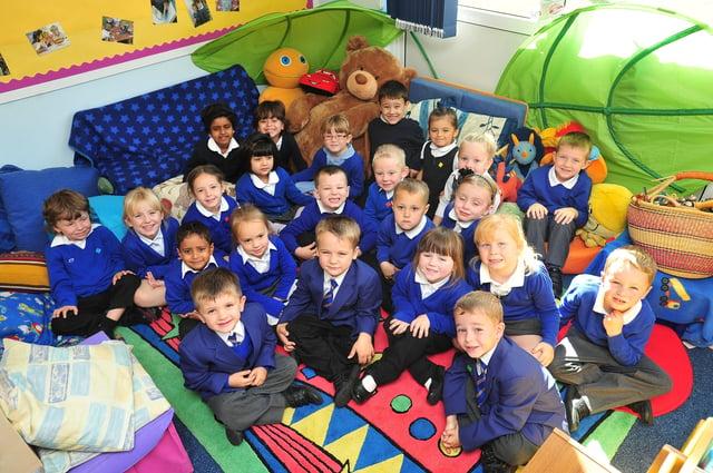 rec12  Southfields Primary School. Mr Thompson's   reception class 2 ENGEMN00120120811120518