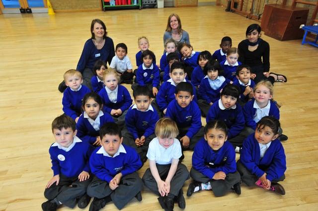 Rec11 Three reception classes at Queens Drive primary school ENGEMN00120111115182531