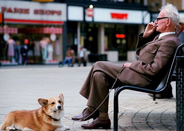 Do you recognise this gentleman taking a break with his Corgi?