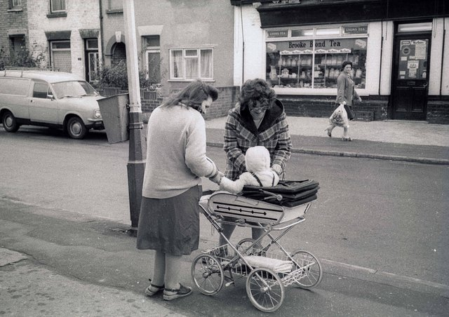 This picture was taken by Chris Porsz in Gladstone Street in the 80s.